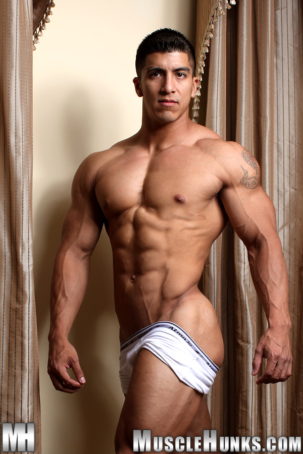 Naked muscle guys and muscle men and hunks naked